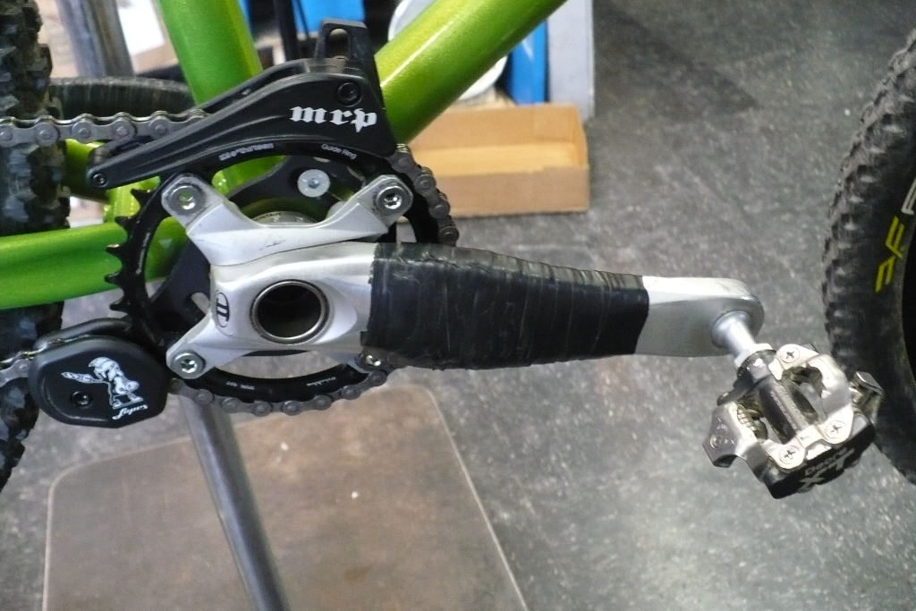 Shimano XT M760 cranks with MRP bashguard and E.13 32T chainring